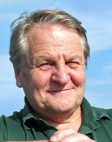 Björn G A Donobauer