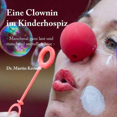 Eine Clownin im Kinderhospiz